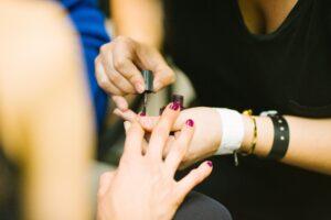 Najmodniejsze kolory tego sezonu – makijaż i manicure